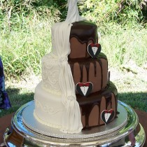 Shared-Bride-and-Groom-Cake
